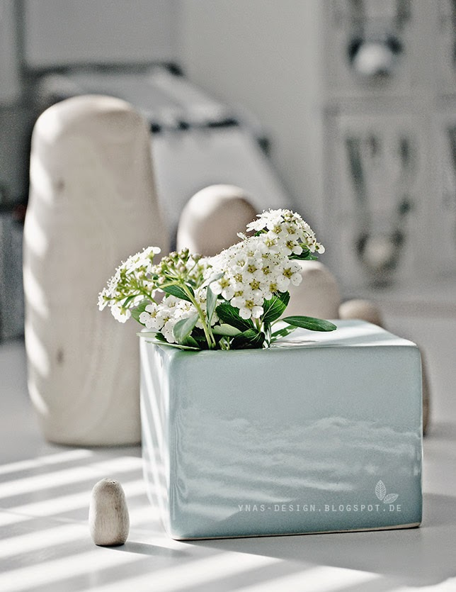 Ynas Design Blog, Flowers, mint Vases, on my desk