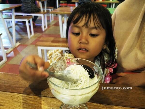 sop durian oreo macarena foodcourt