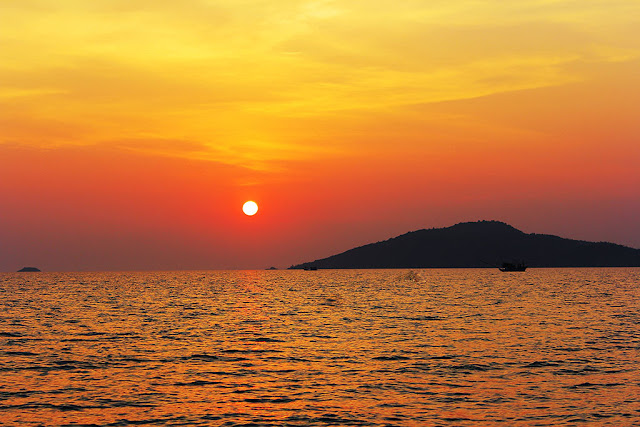 Sunset Snorkeling at Koh Taen (Coral Island) by Long Tail Boat