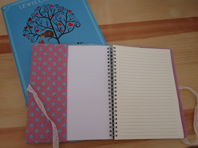 costura, couture, sewing, funda agenda, book case, alice in wonderland, alice au pays des merveilles