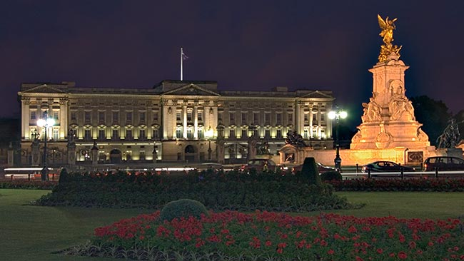 Buckingham Palace in night