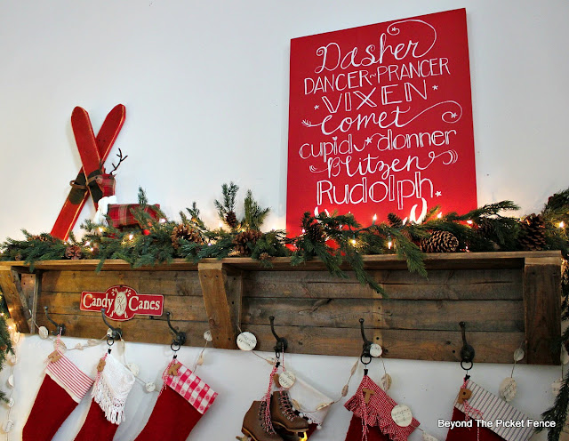 pallets, stocking holder, Christmas shelf, salvaged wood, https://goo.gl/xpejCP