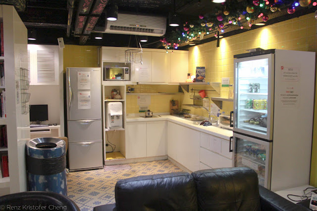 Kitchen area of Yesinn Hostel in Causeway Bay