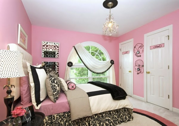 habitación decorada en rosa y negro