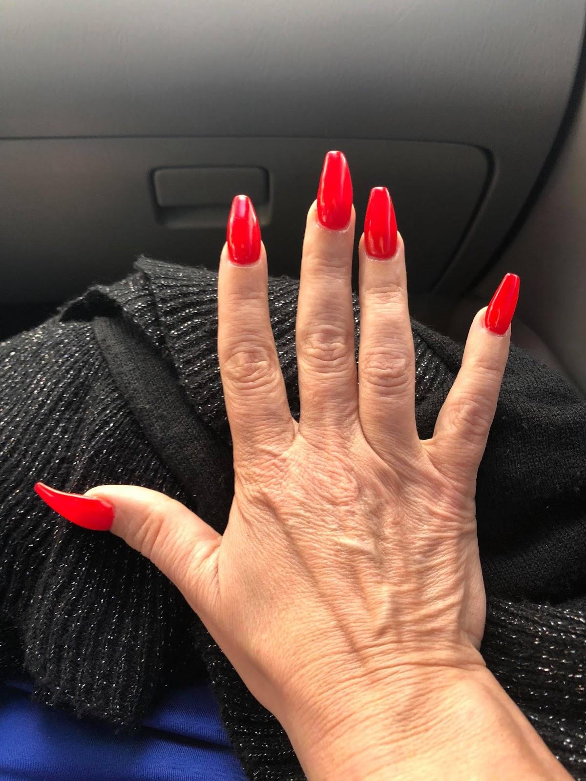 Long Fingernails: you can love \'em or hate \'em - Being Tracy