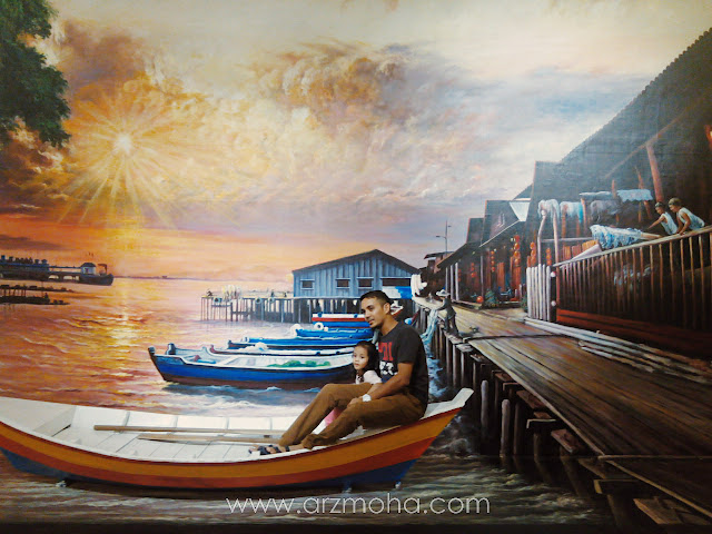 Arzmoha, cik puteri, gambar di atas sampan, gambar 3D, Penang Street Art, Penang Times Square, father and daughter, Kids,