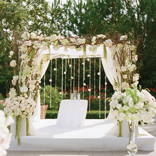 white flowers Outdoor Wedding Ceremony Decorations