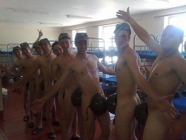 парни в бане в армии видео коллега горшку