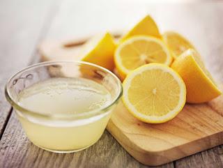 Cara-Memutihkan-Gigi-Dengan-Baking-Soda-Dan-Lemon