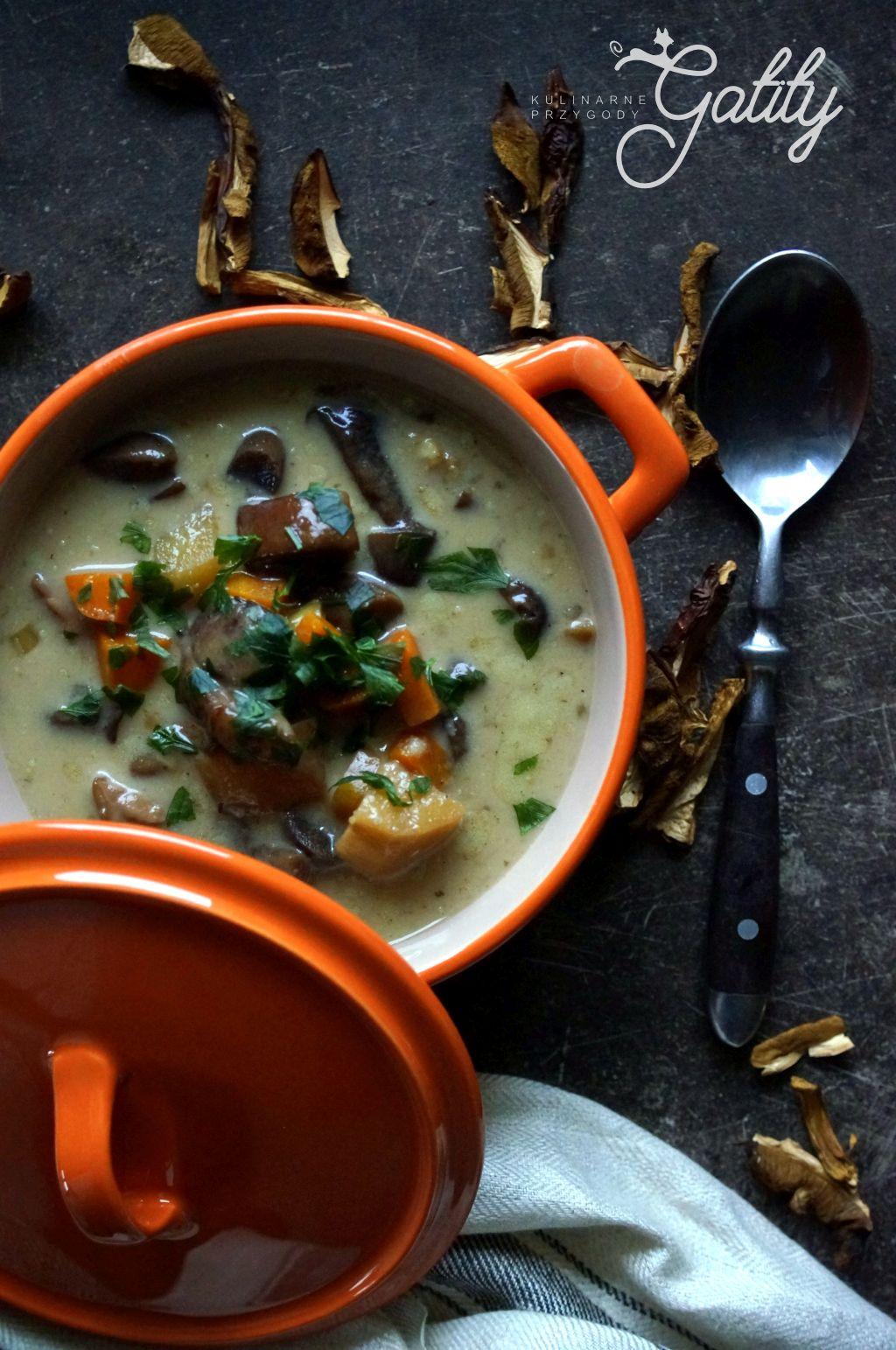 warzywna-zupa-w-garnku
