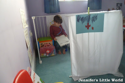 How to make a doctor's surgery role play area for children