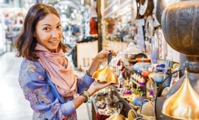 5 Kiat Belanja Suvenir saat Traveling