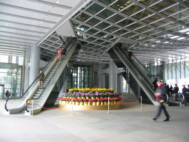 Hongkong - HSBC Geäude Atrium - Rolltreppe in Form einer 8 - Hongkong and Shanghai Bank Headquarters - Escalators