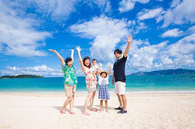 沖縄旅行 家族写真 海