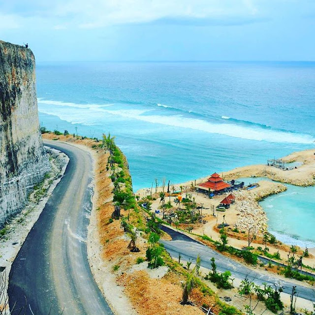 Tempat Wisata Hits di Bali yaitu Pantai Melasti Ungasan