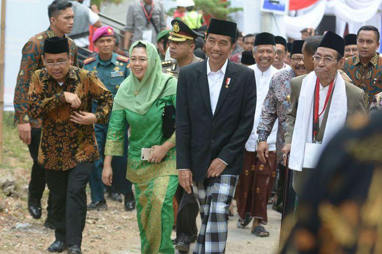 Jika Menang, Ini Janji Jokowi Soal Sarung
