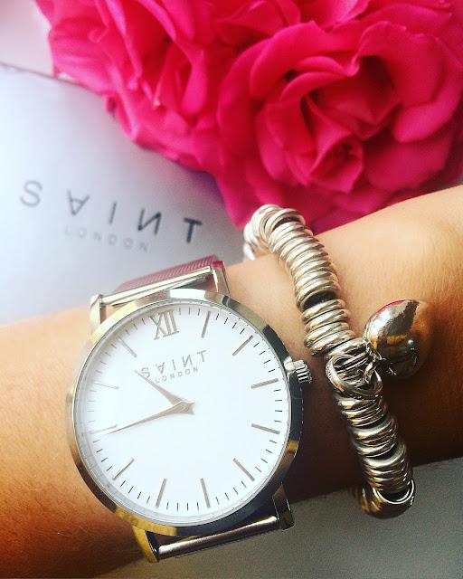 Ideal Present with Saint London XVI Watch