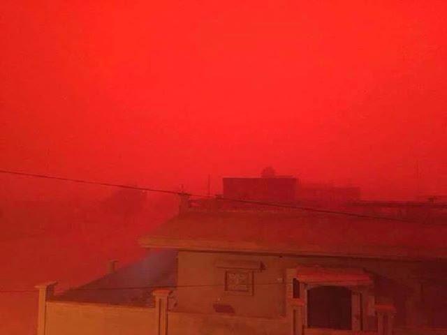 Красная песчаная буря накрыла Ливию
