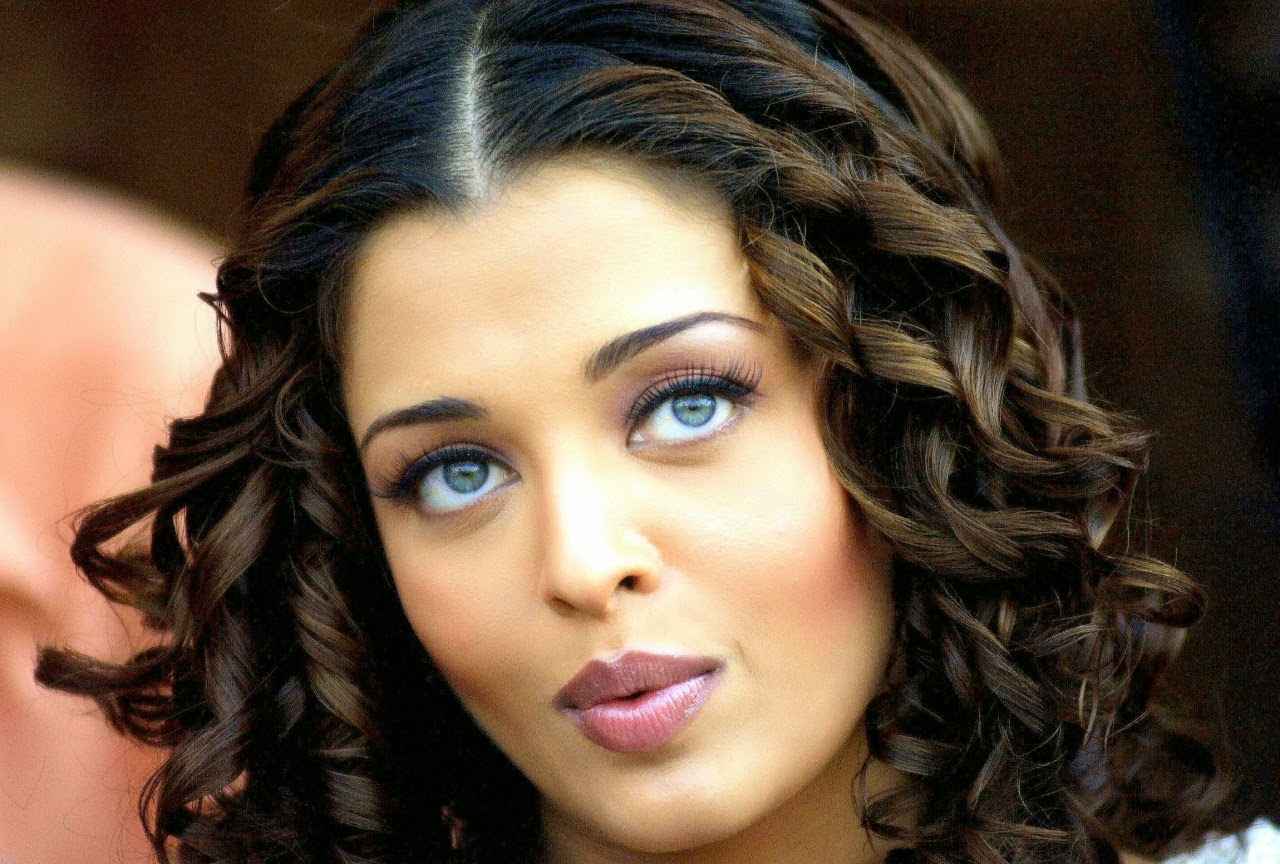 Coogled Actress Aishwarya Rai Bachan Hd Wallpapers