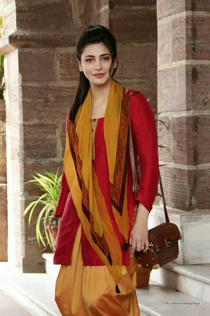 Shruti Haasan in beautiful suit looking gorgeous look