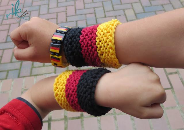 Strickanleitung Fan Armbänder in schwarz rot gold