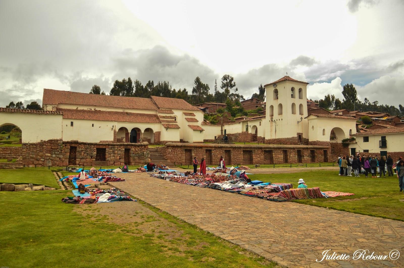 Eglise coloniale de Chinchero au Pérou