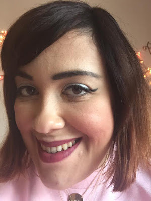 revue Huda Beauty rouge à lèvres liquides à effet mat Trophy Wife