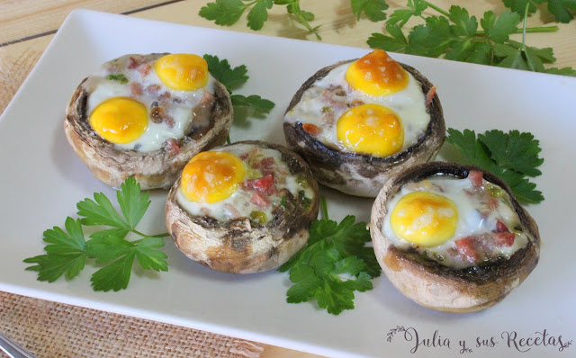 Champiñones rellenos de huevos de codorniz. Julia y sus recetas