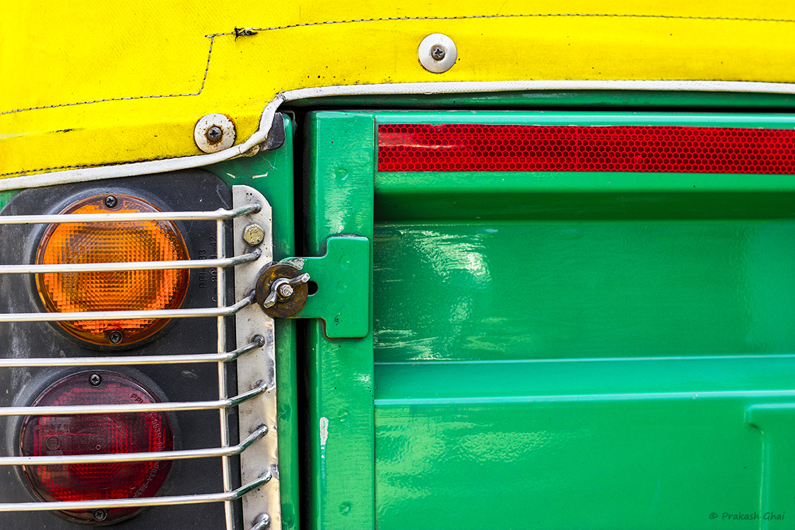 A Minimalist Photo of an Auto rickshaw or tuktuk in jaipur