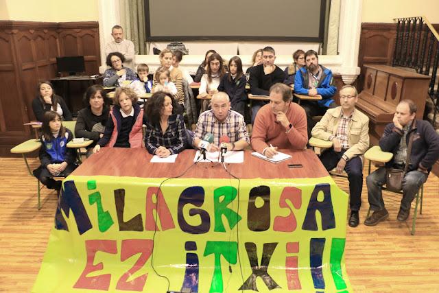 rueda de prensa de trabajadores y familias del colegio La Milagrosa