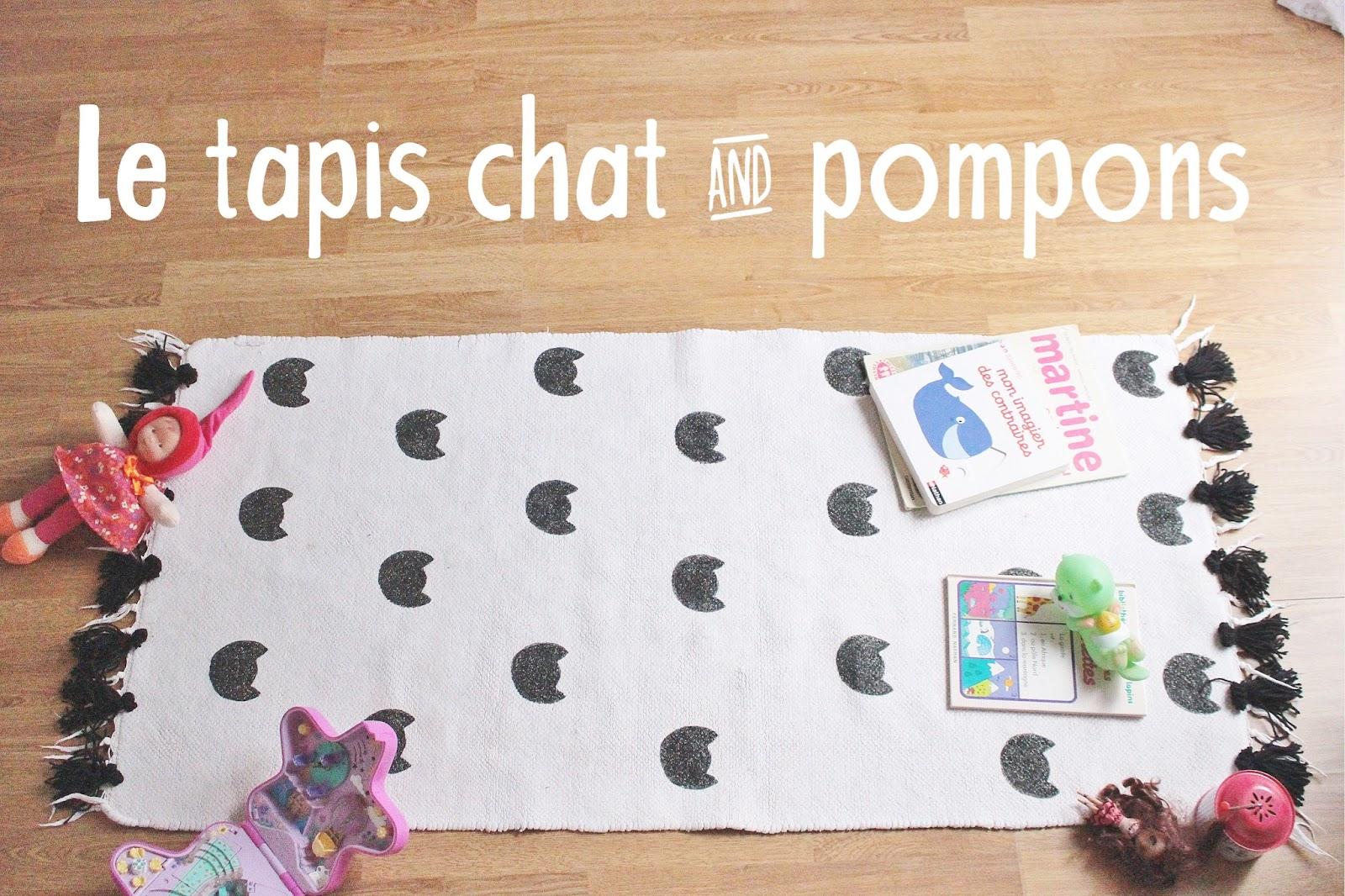 tapis chat noir et blanc pompons