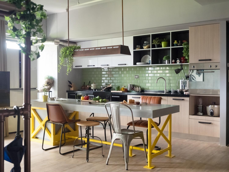 c4b1e1c093 Tendência 2017  cozinhas com armários de cores diferentes