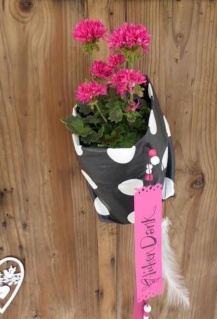 """mit Strich und Faden: Pelargonium """"Scarlet"""" in Übertopf zum Aufhängen"""