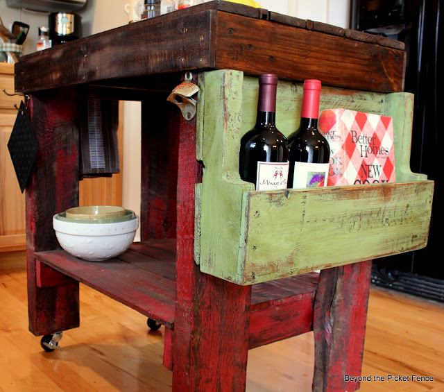 kitchen island, paint, book holder pallet wood, storage, shelf, http://bec4-beyondthepicketfence.blogspot.com/2012/04/pallet-island.html