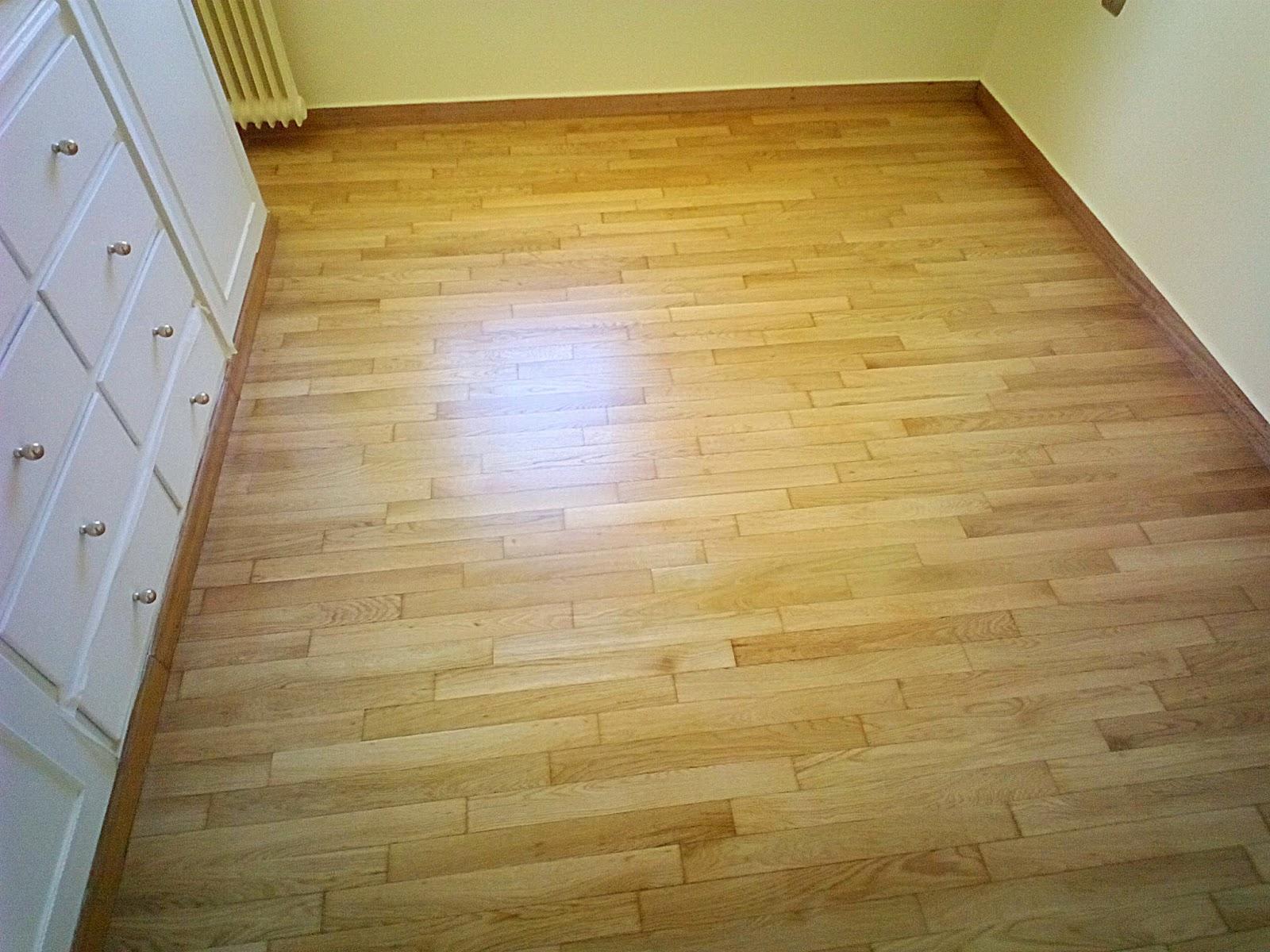 Συντήρηση ξύλινου δαπέδου σε υπνοδωμάτια με σατινέ βερνίκι
