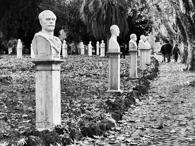 Busturile eroilor lui Garibaldi - blog Foto-Ideea