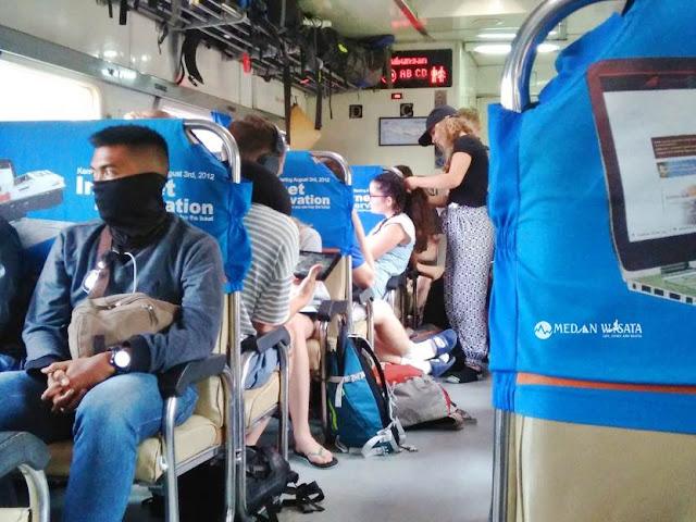 7 Cara Menghilangkan Bosan Saat di Kereta Api