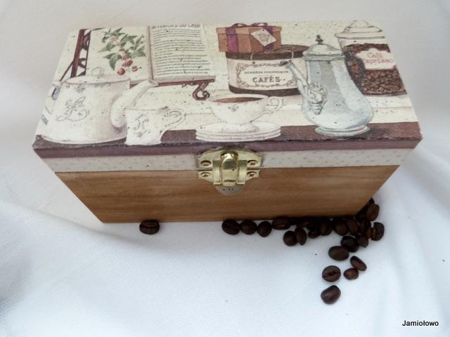 pudełko drewniane ozdobione decoupagem