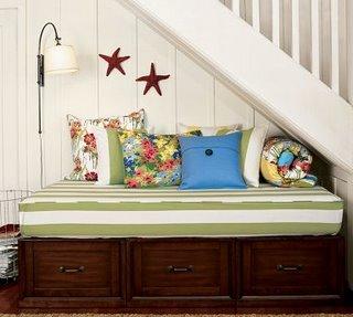 Casa de boneca decor aproveitando os espa os embaixo da for Sofa bajo escalera