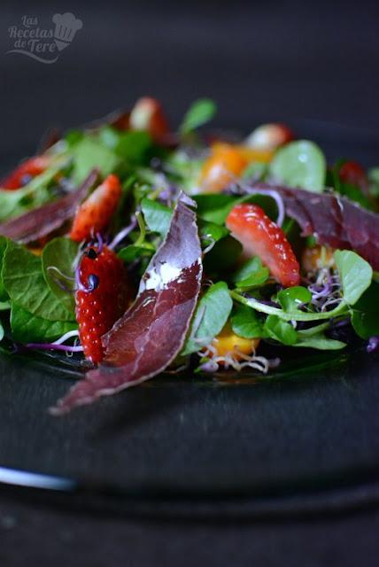 Ensalada-de-berros-con-brotes-tomates-cherry-y-cecina-de-ciervo-02