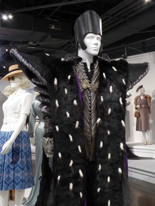 Time movie costume Alice Looking Glass
