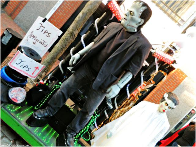 Actores Disfrazados de Halloween en Salem