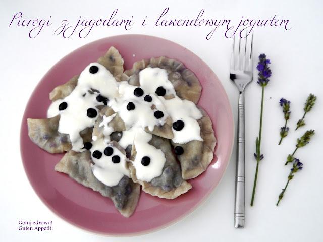 Pierogi orkiszowe z jagodami i lawendowym jogurtem - Czytaj więcej »