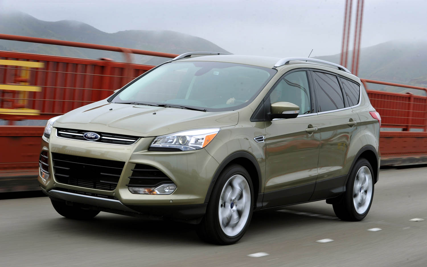 World of cars ford escape information and reviews for Ford edge vs honda crv