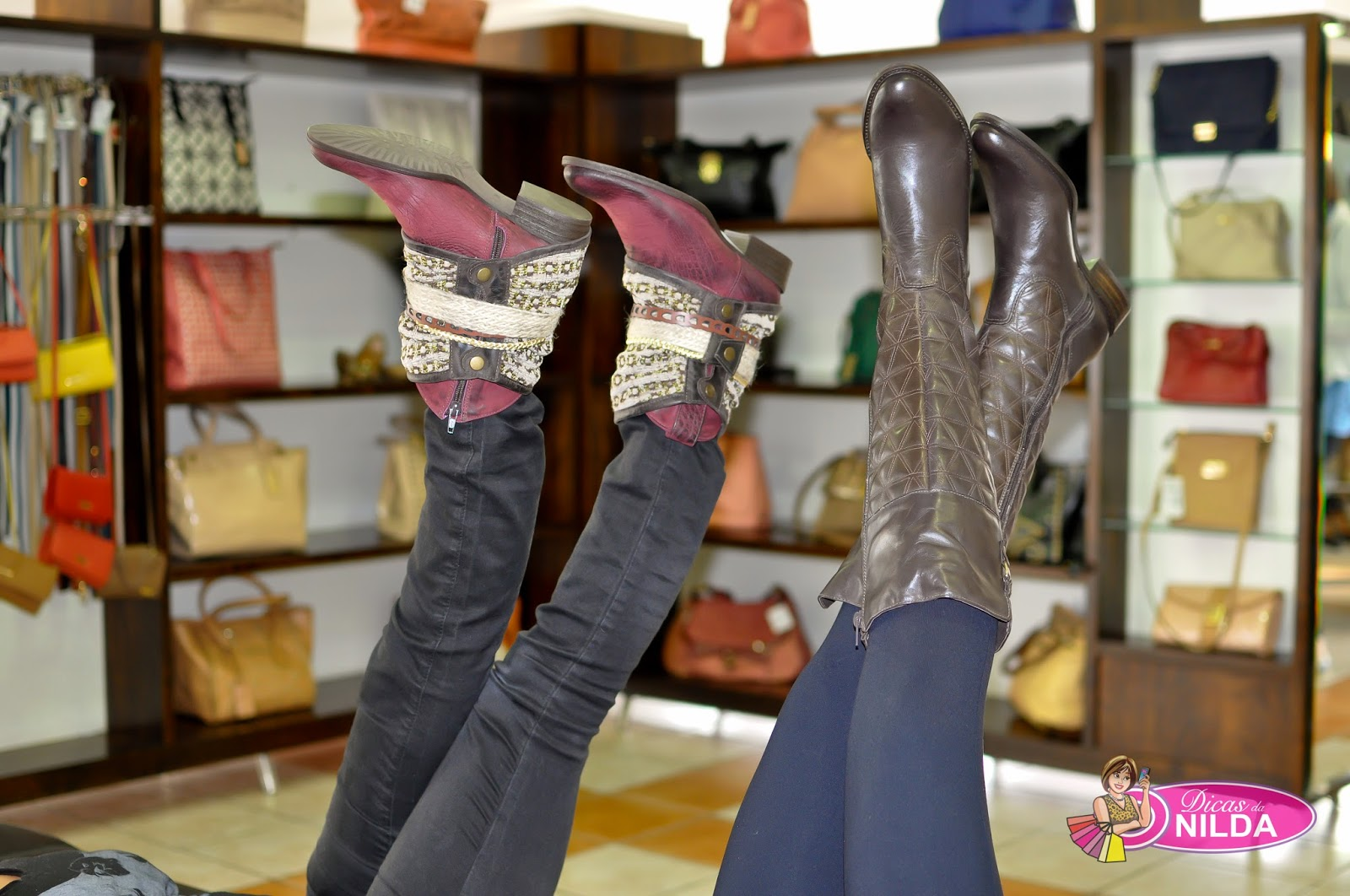 250c254ed a Bota da Loja Suzzara Calçados, aquela que pode ser usada de várias  maneiras. As roupas são da Loja Lunna Loca, a parceira,