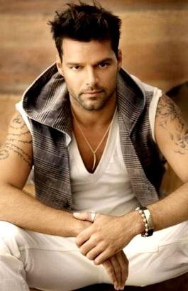 Foto de Ricky Martin posando