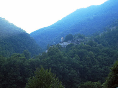 Corippo seen from Fiorenzo Scaroni's rustico in Lavertezzo. © 13 July 2003 by Yoko Nonaka