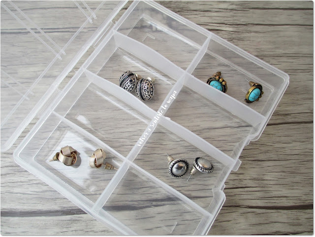 Cajas con separadores para guardar productos de cosmética o joyas