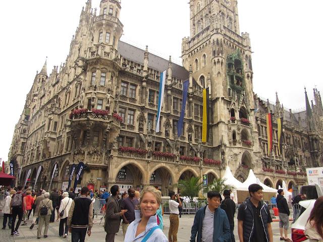 Neues Rathaus na Marienplatz O que ver em Munique Alemanha