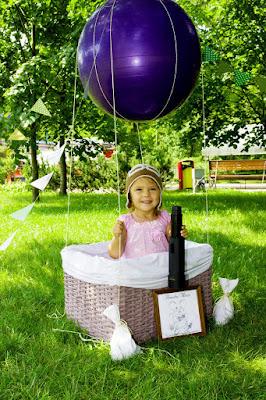 девочка на воздушном шаре, девочка с подзорной трубой